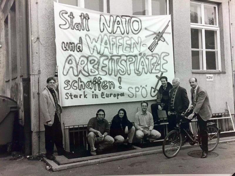 Siegbert Metelko in frühen Jahren mit Peter Kaiser, Harald Repar, Dieter Antoni und Jugendlichen aus der SPÖ